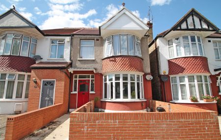 A charming ground floor maisonette with a generous sized garden